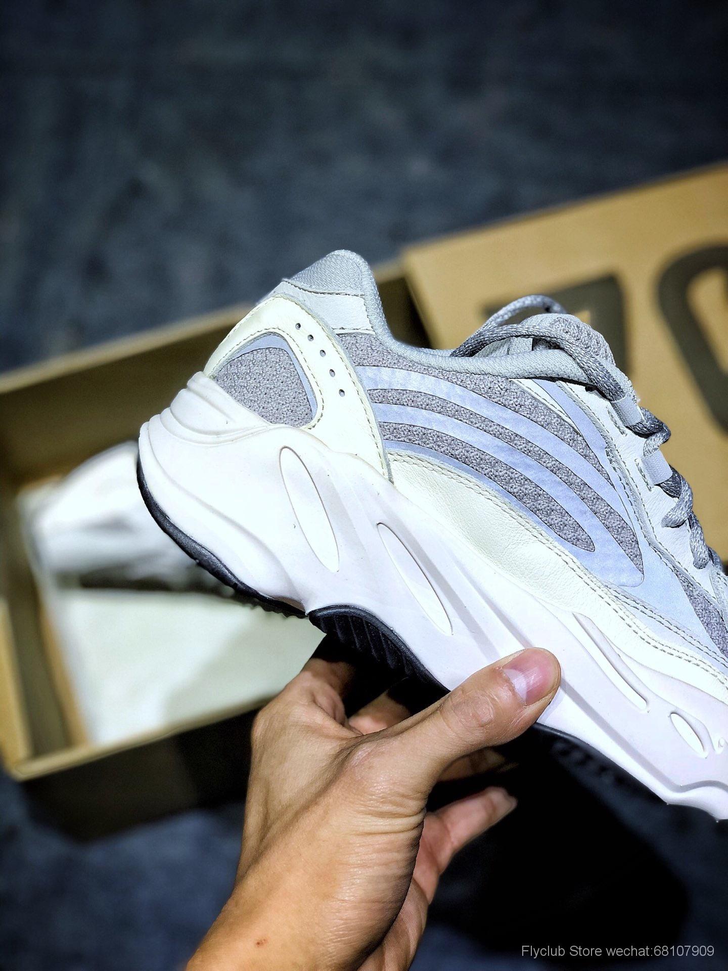 """巴斯夫Adidas Yeezy 700 V2 """"Static"""" 灰白."""